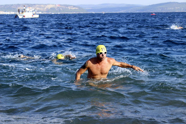 Zafer Bayramı'nda Çanakkale Boğazı'nda yüzme yarışması