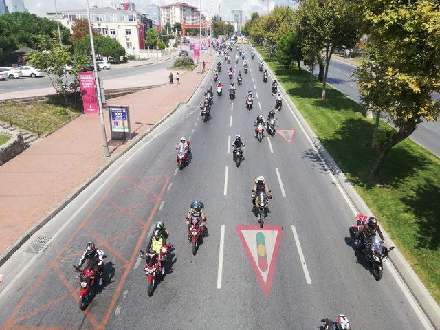 (Havadan fotoğraflarla) İstanbul'da motosiklet tutkunlarından Zafer Bayramı korteji