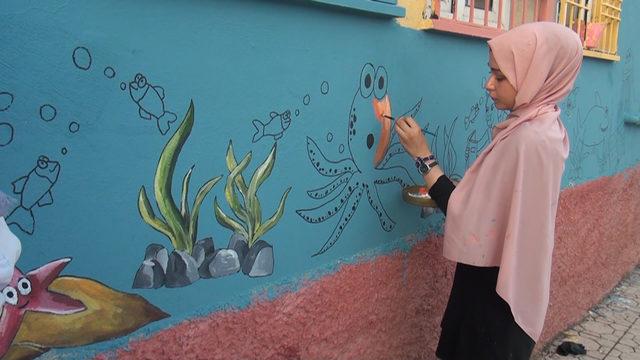 Gönüllüler okul boyadı