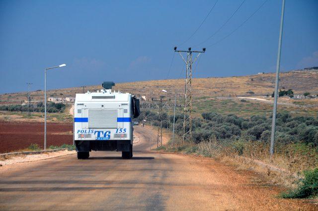 Türkiye sınırına yakın bölgelerde rejimin saldırılarını protesto ettiler