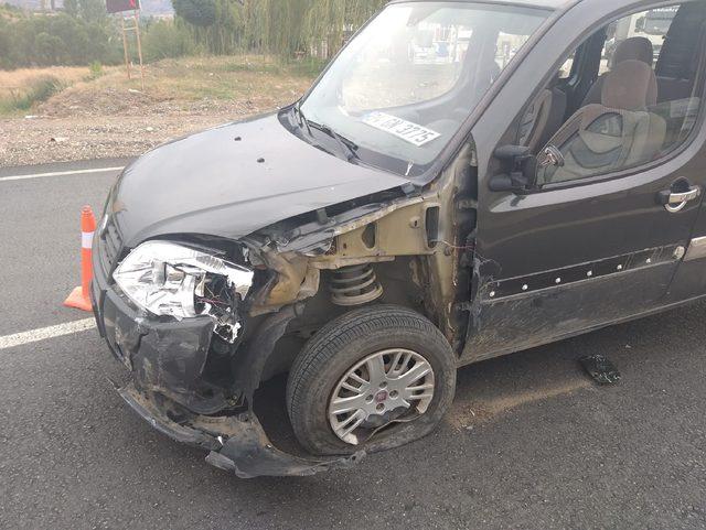 Sivas'ta iki hafif ticari araç çarpıştı: 9 yaralı