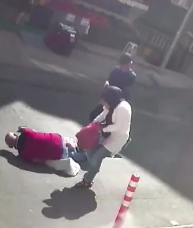 Birlikte yaşayan çifte sokakta silahlı saldırı: 1 ölü, 1 yaralı