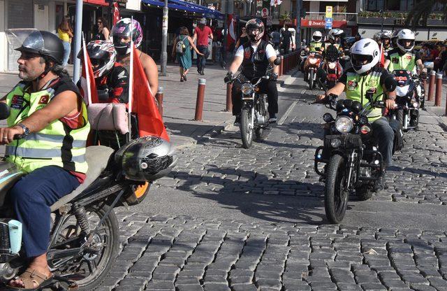 İzmirli motosikletçilerden Zafer Bayramı korteji