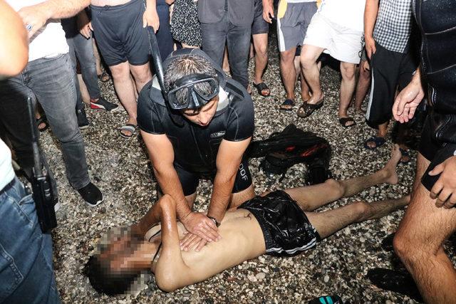 Denizde boğulan gencin arkadaşları, gözyaşı döktü