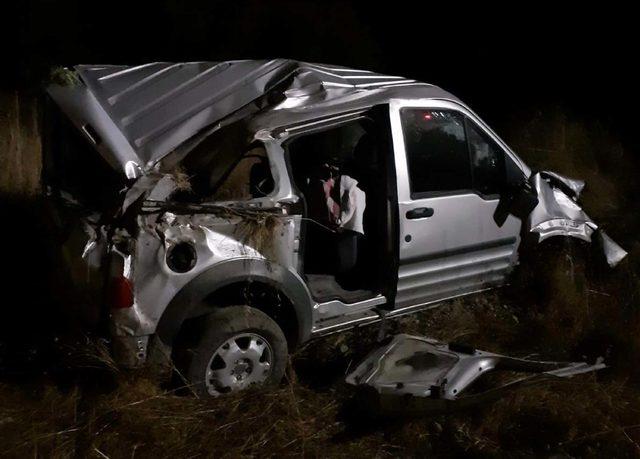 Düğünden dönen aile kaza yaptı: 1 ölü, 2 yaralı
