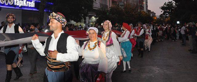 Turgutlu'da 97'nci yıl için 970 metrelik bayraklı yürüyüş