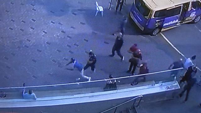 Taksim'de dolandırıcıya polis çelmesi