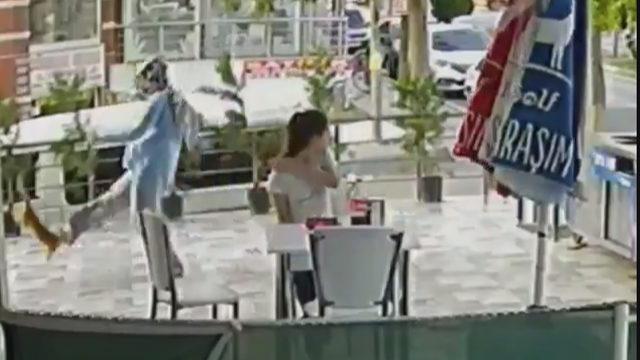 Silivri'de kediye tekme atan kadın kamerada