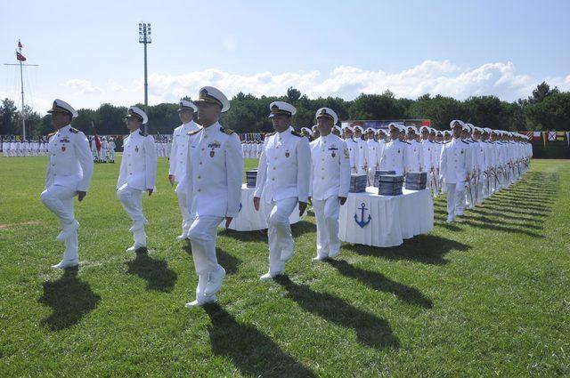 Deniz Kuvvetleri'ne 390 genç subay katıldı