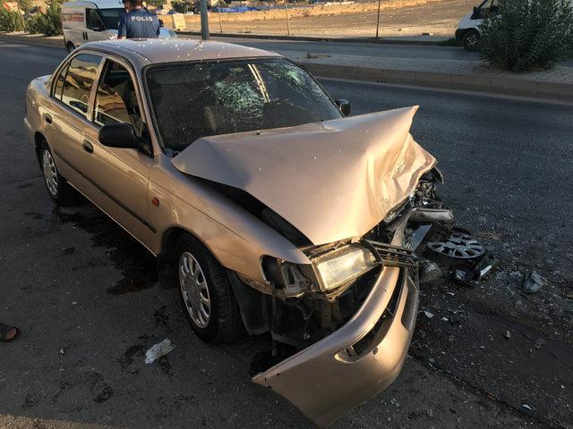 Gaziantep'te iki otomobil çarpıştı: 4 yaralı