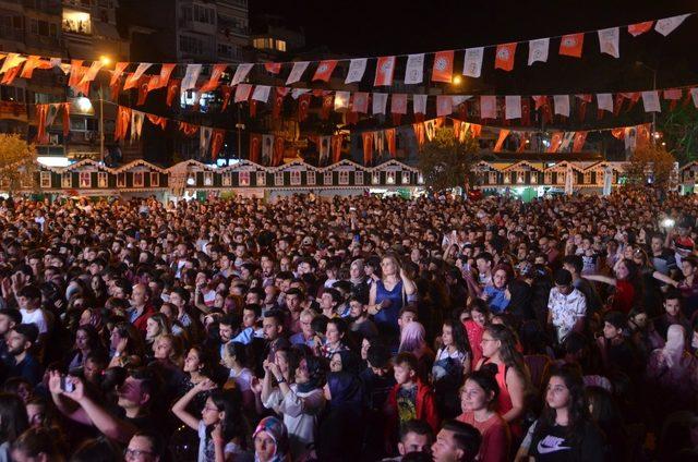 Zeytin Festivali'nde Ece Seçkin fırtınası