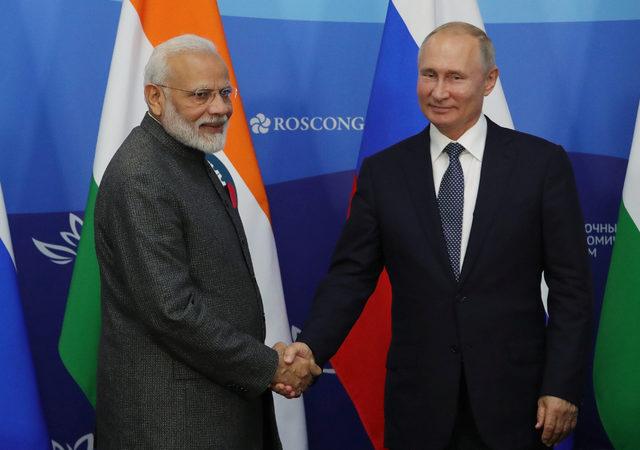 2019-09-04T102925Z_216113036_RC1E8D691620_RTRMADP_3_RUSSIA-INDIA