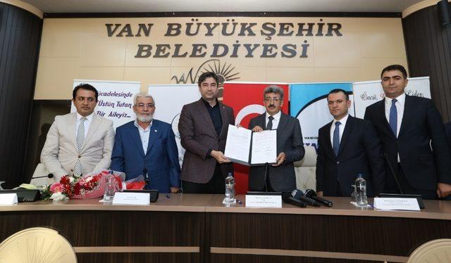 Van Büyükşehir Belediyesi'nde 'sosyal denge tazminatı' imzalandı