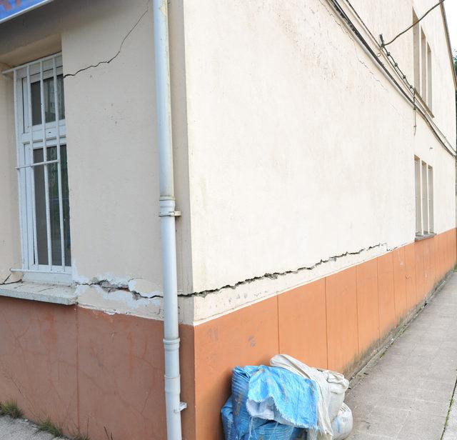 Riskli ortaokul yanındaki ilkokulun taşınmasına tepki