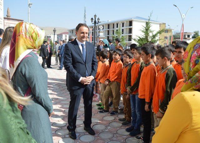 Gürpınar'da yeni eğitim yılı törenle başladı