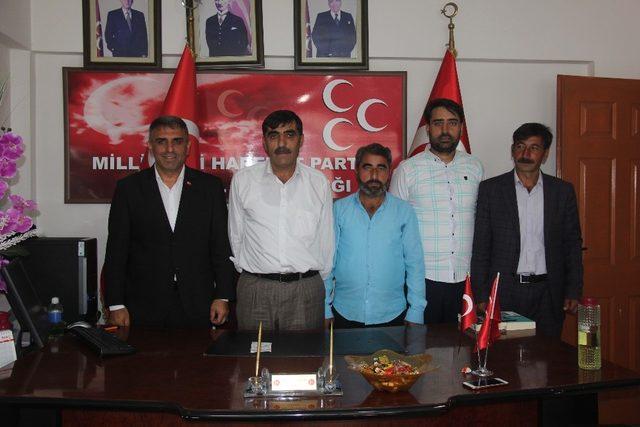 SP'li belediye meclis üyeleri istifa edip MHP'ye geçti
