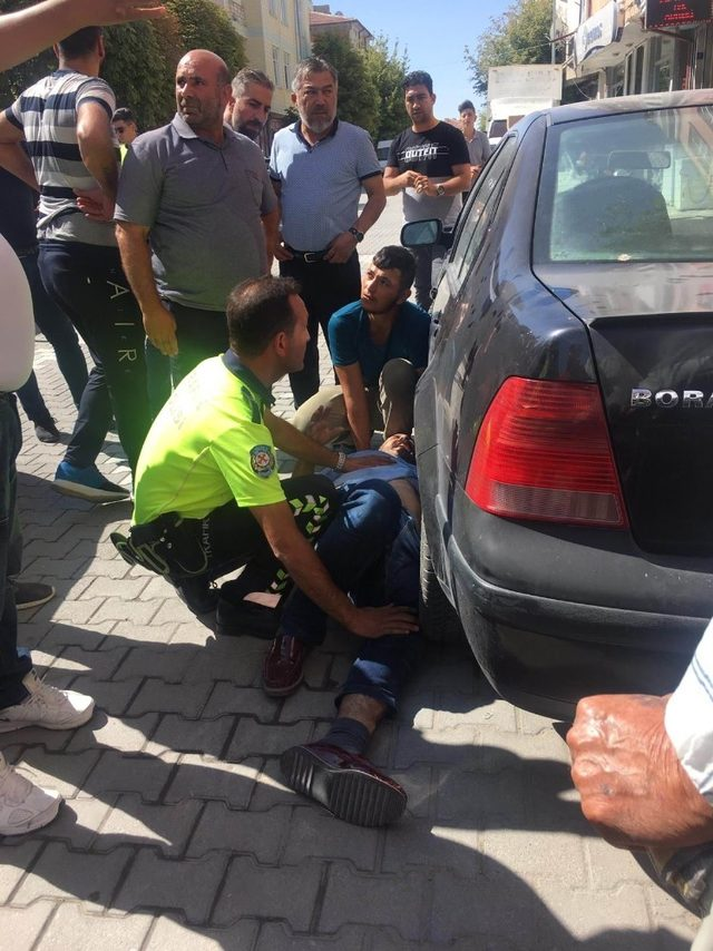 Kulu'da otomobil yayaya çarptı