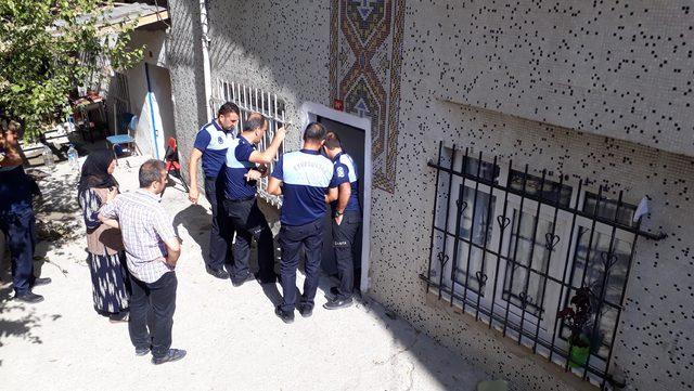 Eyüpsultan'da duvar çöktü: iki bina mühürlendi