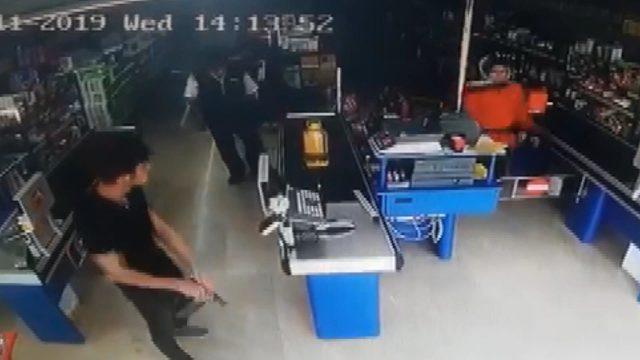 Kartal'da market soygunu güvenlik kamerasında