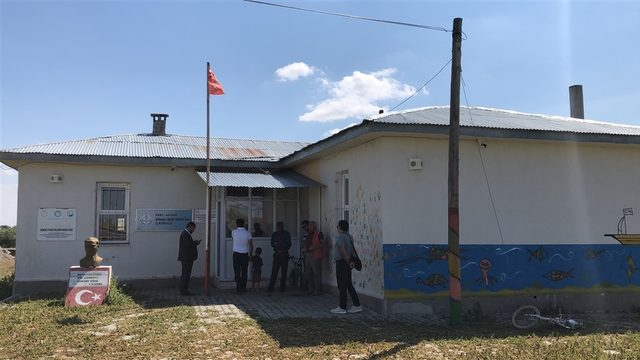 Üniversite öğrencisinden köyünde İngilizce kursu