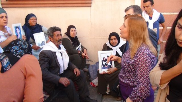 HDP önündeki ailelerin oturma eylemine TİHEK'ten destek
