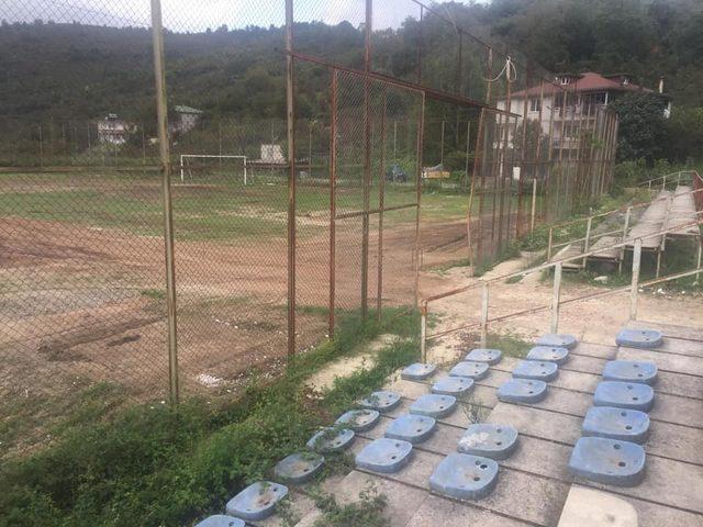 Fındık işçileri spor tesislerini kullanılmaz hale getirdi