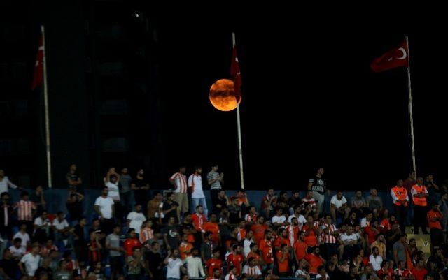 Adana'da dolunay güzel görüntüler oluşturdu