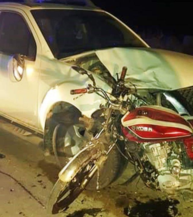 Kamyonet ile motosiklet çarpıştı: 2 yaralı