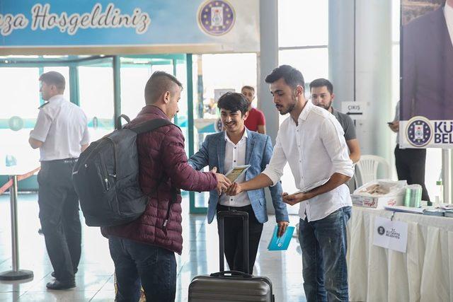 Kütahya'yı kazanan öğrenciler otogarda karşılanıyor