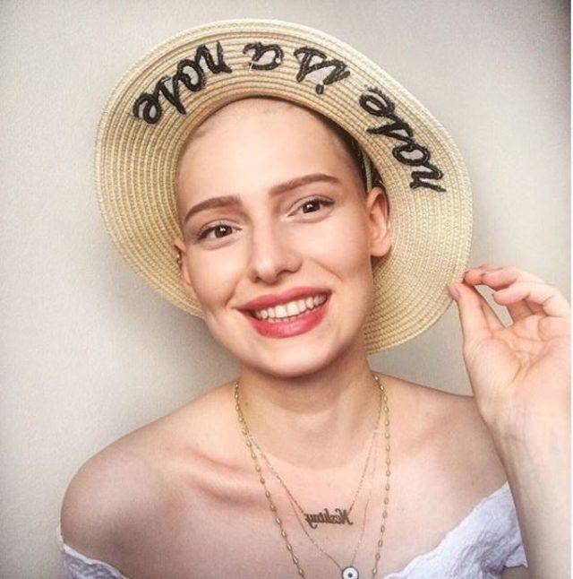Kanserle mücadelenin simgesi Neslican, yoğun bakıma alındı