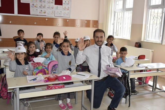 Hayırsever iş adamının yaptırdığı okul törenle açıldı