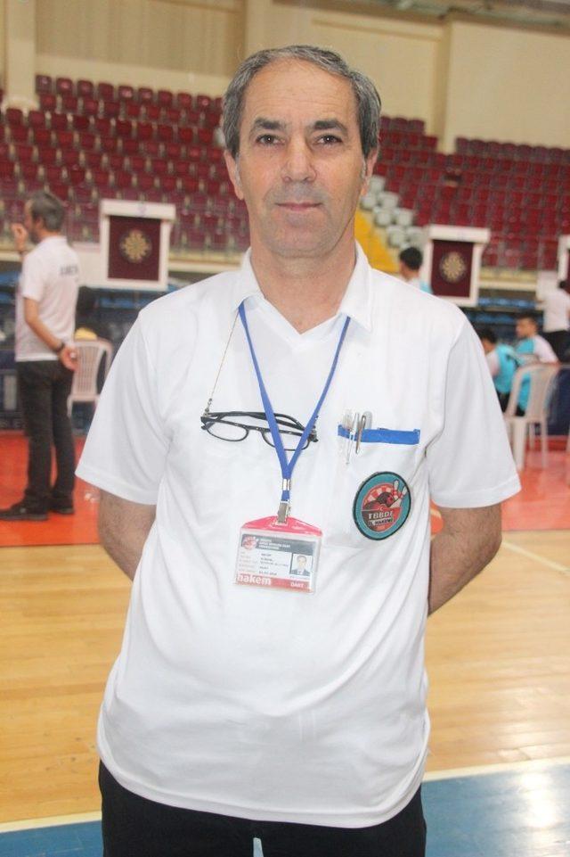 Dart Hakemliği ve Antrenörlük yapan Muhtarın öğrencileri Türkiye Finallerinde boy gösterdi