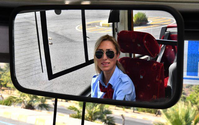 İzmir'de 17 kadın otobüs şoförü işbaşı yaptı