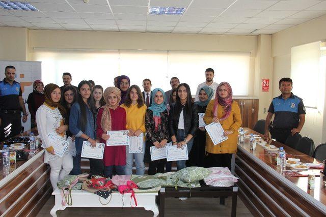 Kayseri Emniyeti 15 genç kızı işe yerleştirecek
