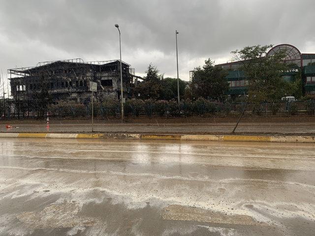 Tuzla'da yanan fabrika çevresinde yağmur tedirginliği (1)