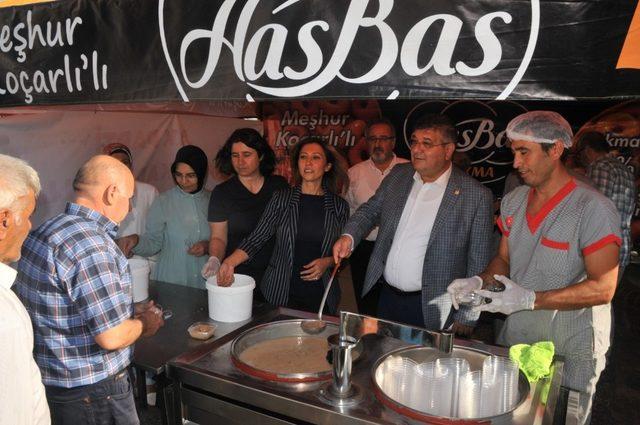 AK Parti Aydın Kadın Kollarından aşure hayrı