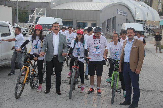Hakkari'de Uluslararası Dağ Bisikleti Yarışması startı verildi