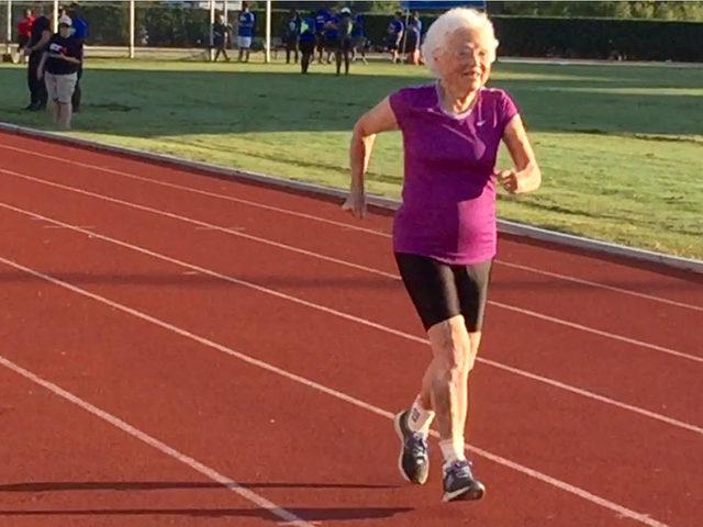 101 yaşında sizden bizden sağlıklı: Altın madalyalı Julia teyzenin sırrı 'kendine iyi davranmak'