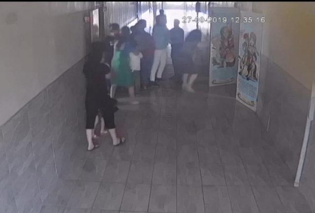 Öğretmene şiddet güvenlik kamerasında