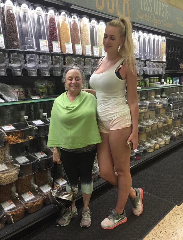 funny-tall-vs-short-people-comparison-1-5d7a0e85770d2__700