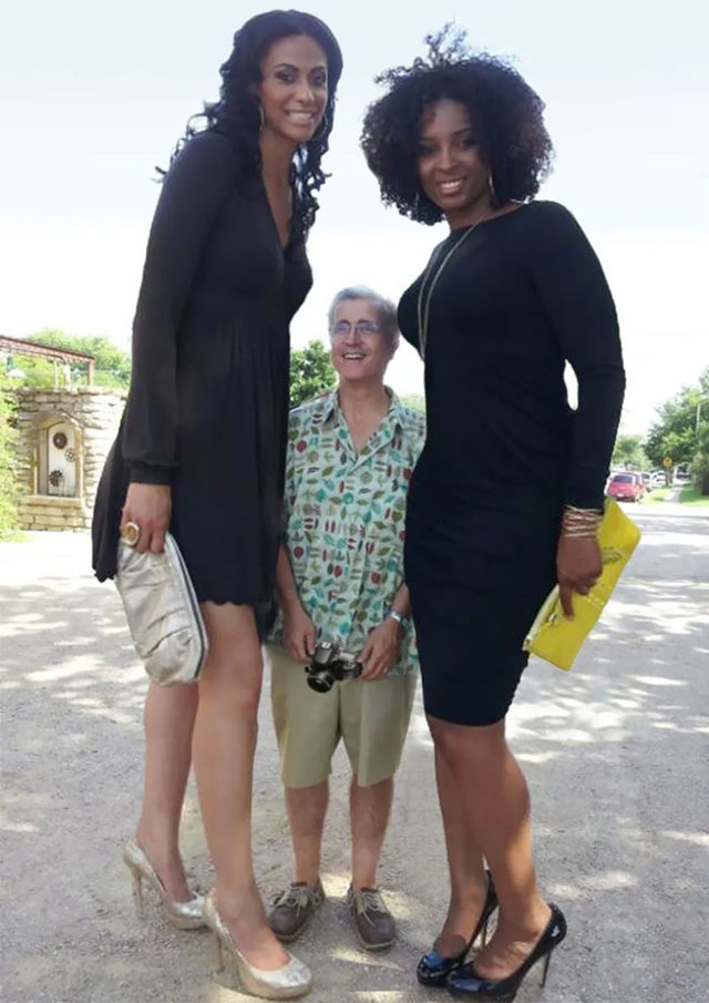 funny-tall-vs-short-people-comparison-2-5d7a1369ef7ad__700