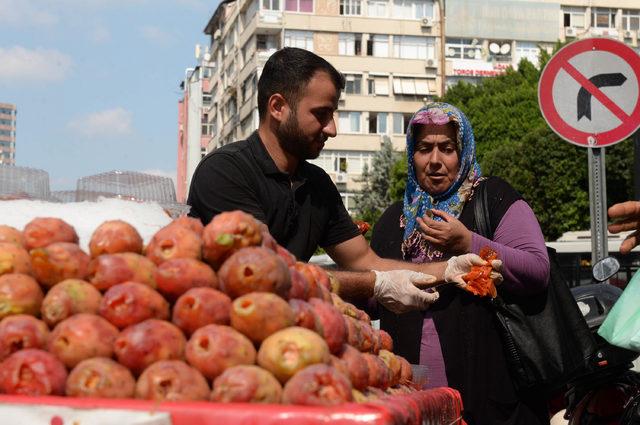 Zabıta seyyar satıcının incirlerini döktü, çevredekiler para verdi (2)