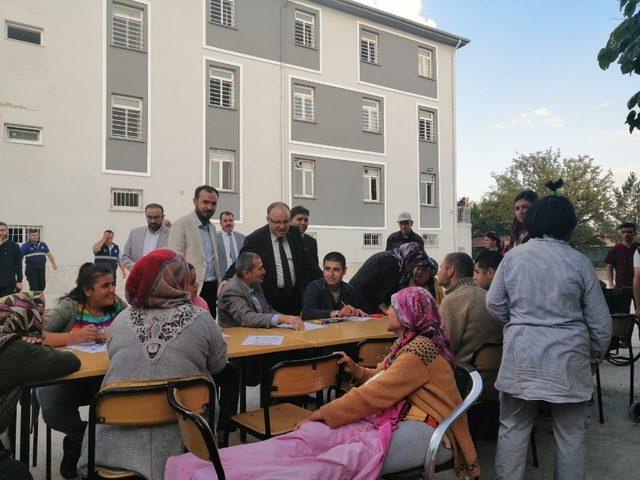 Vali Tutulmaz Şuhut'ta Engelli Yaşam Bakım Merkezini ziyaret etti