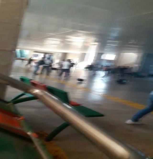 (Geniş haber) - Anadolu Adalet Sarayı'nın metro çıkışında kavga