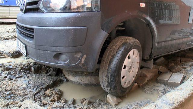 Esenyurt'ta İSKİ'nin çalışma yaptığı sokak yağmur sonrası çamur altında kaldı