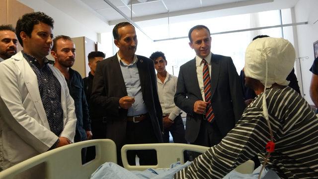 Şemdinli'de ilk beyin tümörü ameliyatını yapan doktora tebrik