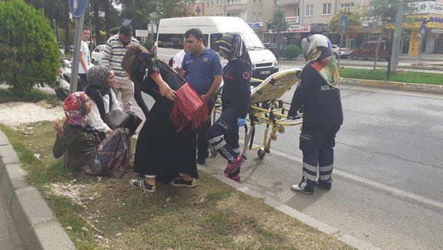 Araçların önüne atlayan engelli kadın, polisi harekete geçirdi