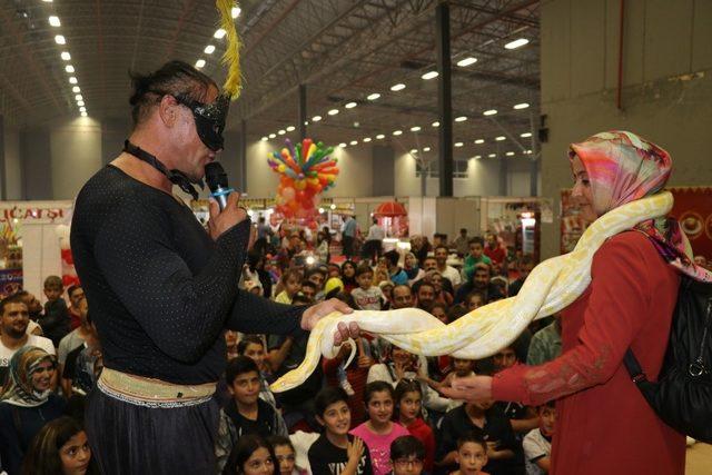 Van'da dev yılan gösterisi
