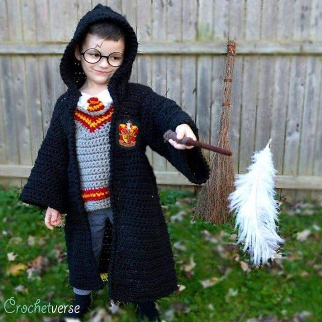 crochet-full-body-halloween-costumes-stephanie-pokorny-30-5d970e822c5a0__700