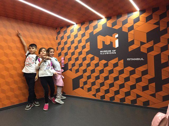 İllüzyon dünyasına yolculuk bu müzede... İzleyenler de şaşırıyor